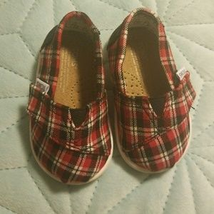 Infant Red Plaid Toms Size 4